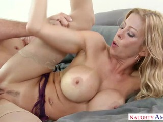 Super-Sexy Housewife Gets Fucked In Naked Tights